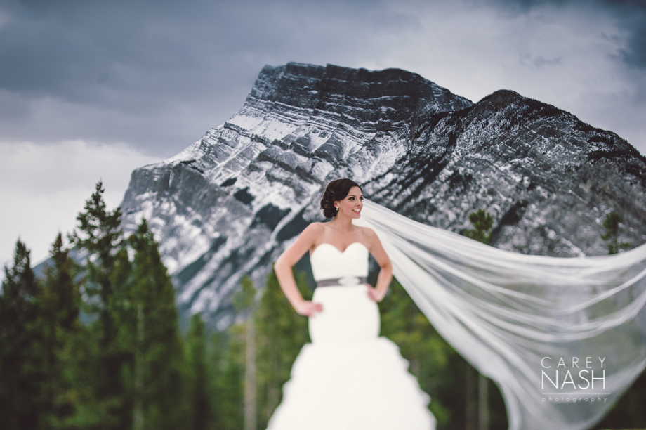 Rocky Mountauntain Wedding - Buffalo Mountain Lodge wedding - Luxury Mountain Wedding - Rock the dress