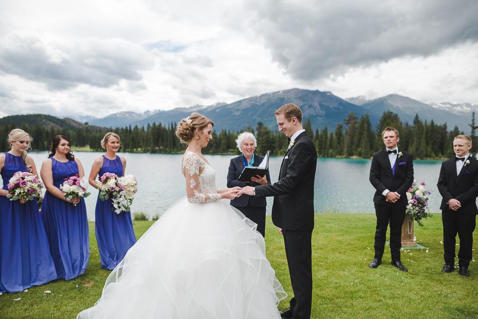 jasper-park-lodge-wedding-rockies-heli-wedding-adventure-session-jasper-wedding-19-of-43