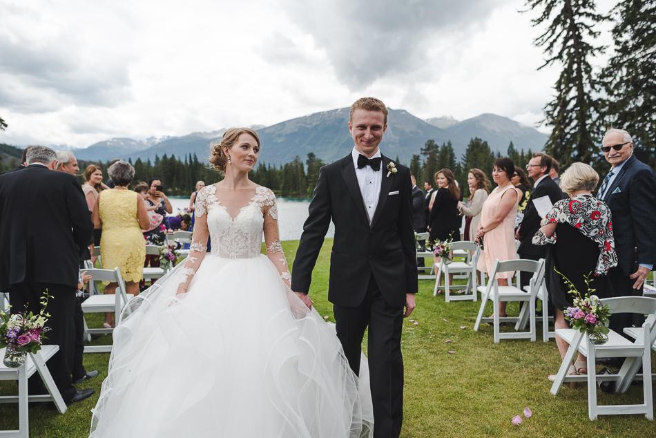 jasper-park-lodge-wedding-rockies-heli-wedding-adventure-session-jasper-wedding-20-of-43