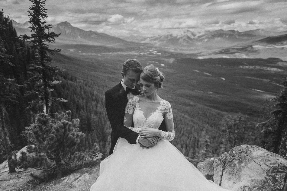 jasper-park-lodge-wedding-rockies-heli-wedding-adventure-session-jasper-wedding-23-of-43