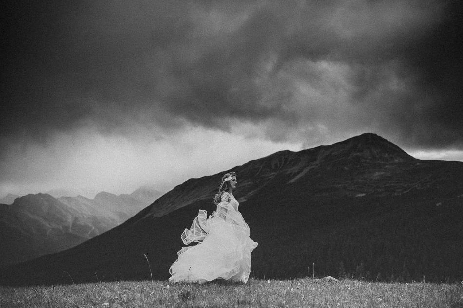 jasper-park-lodge-wedding-rockies-heli-wedding-adventure-session-jasper-wedding-36-of-43