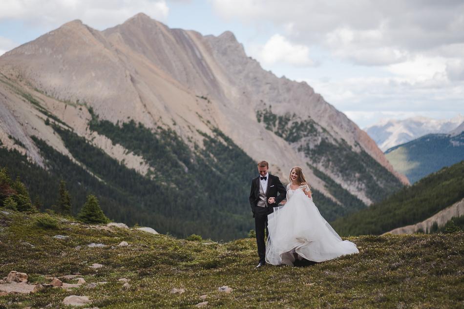 jasper-park-lodge-wedding-rockies-heli-wedding-adventure-session-jasper-wedding-38-of-43