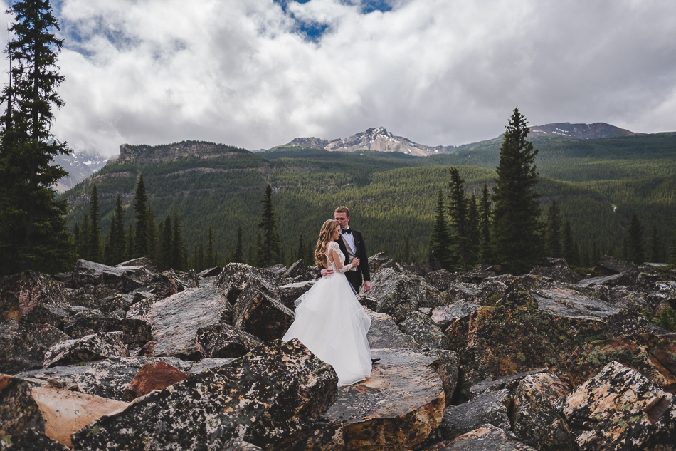 jasper-park-lodge-wedding-rockies-heli-wedding-adventure-session-jasper-wedding-39-of-43