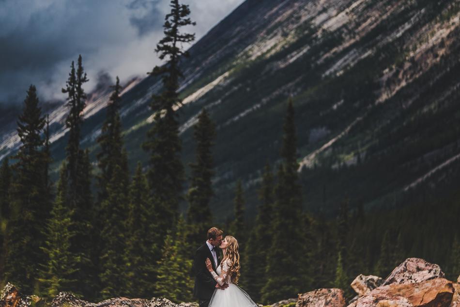 jasper-park-lodge-wedding-rockies-heli-wedding-adventure-session-jasper-wedding-4-of-43