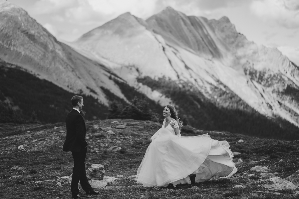 jasper-park-lodge-wedding-rockies-heli-wedding-adventure-session-jasper-wedding-40-of-43