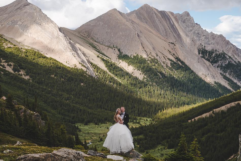 jasper-park-lodge-wedding-rockies-heli-wedding-adventure-session-jasper-wedding-42-of-43