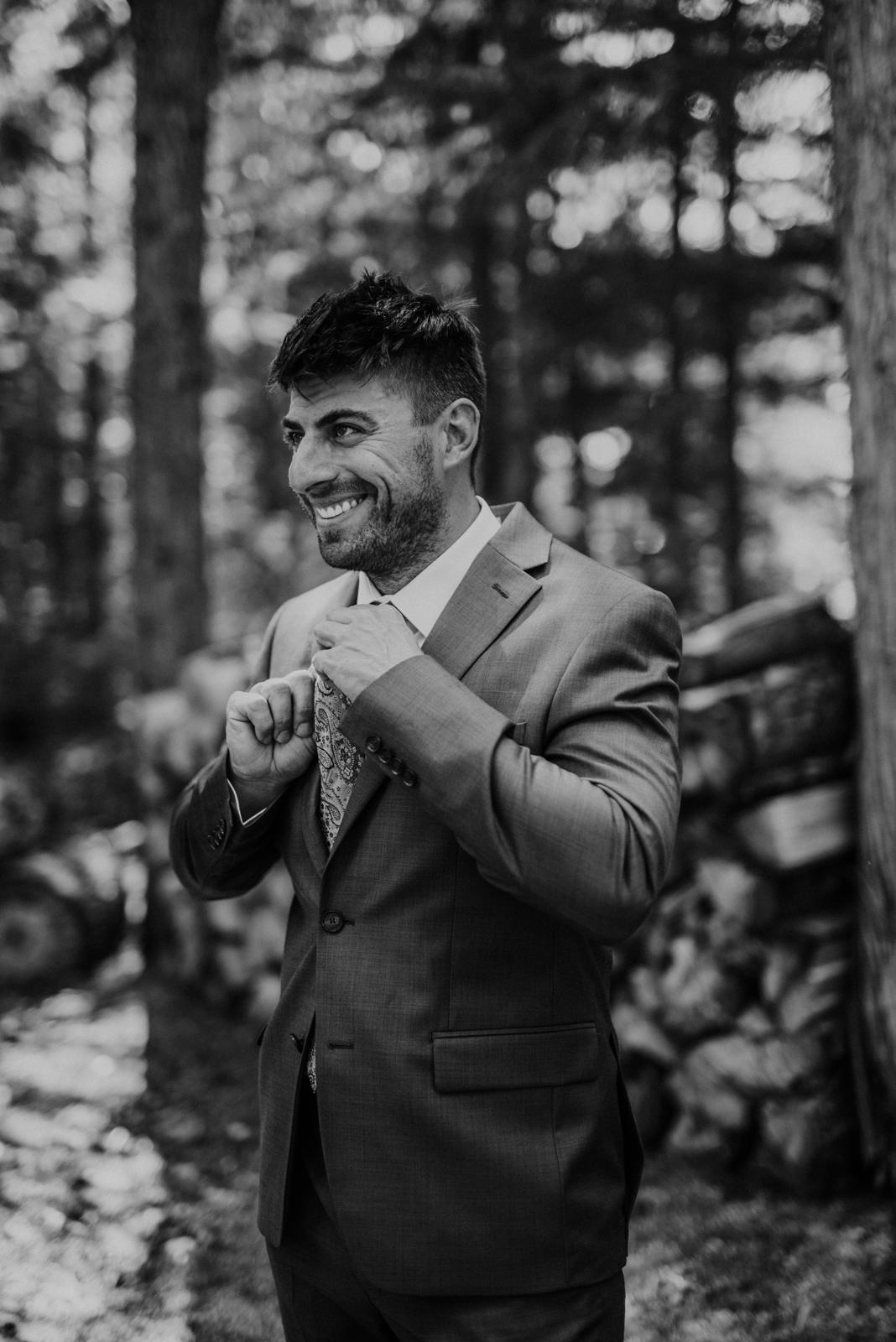 groom doing up tie
