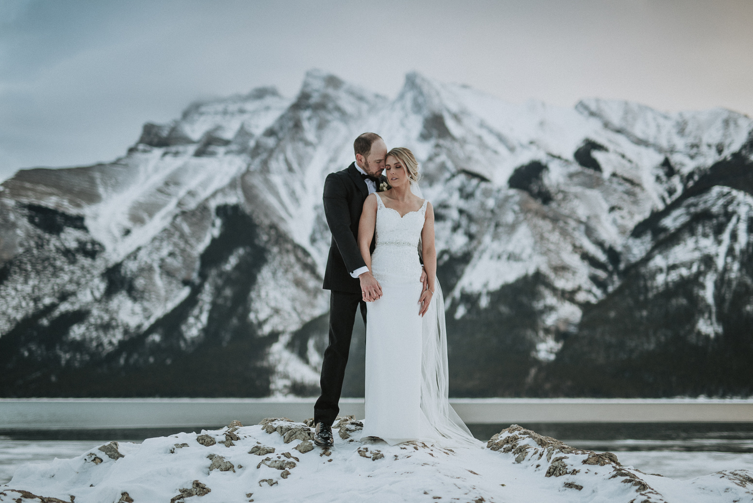 Intimate winter wedding