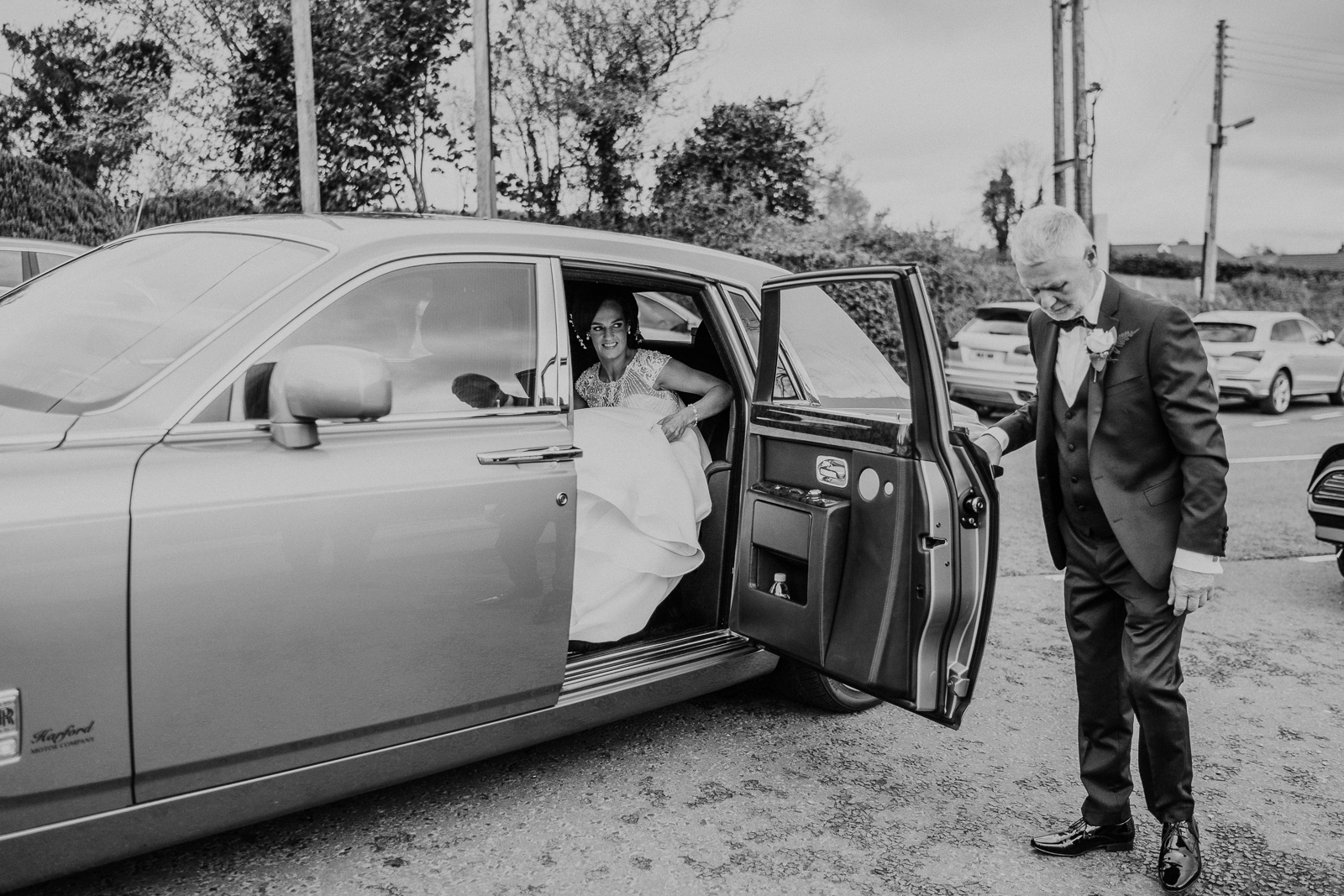 bride arriving in rolls royce