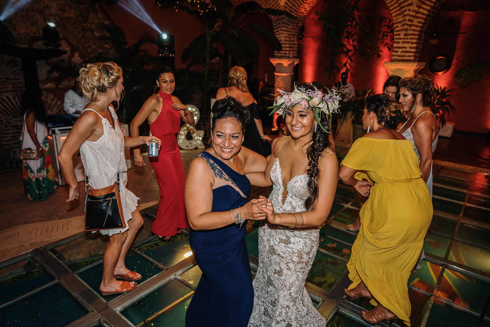 mother daughter colombian wedding